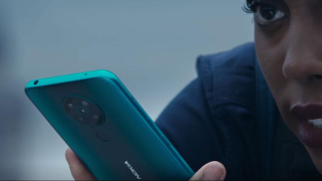 Nokia 8.3 James Bond - Voici pourquoi James Bond n'utilise jamais d'iPhone dans les films